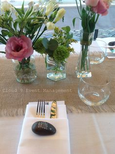 Love the pebble as the name place card. This could match the rocks for sign in....kind of matching and keep sake for the guests!! I love this!