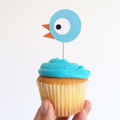 Have a Mo Willem's Pigeon Party with cute cupcakes! Piggie And Elephant, Elephant Party, 4th Birthday Parties, 2nd Birthday, Birthday Stuff, Themed Parties, Birthday Ideas, Cupcakes, Cupcake Cakes