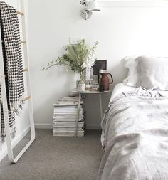 A small bedroom usually offers many torment locations when it arrive to interior decor and stowage space. So we came up with 10 Small Bedroom Design Tips th Scandinavian Interior Bedroom, Home Interior, Small Bedroom Designs, Ideas Hogar, Minimalist Furniture, Inside Design, Bedroom Flooring, Beautiful Bedrooms, Interior Design Inspiration