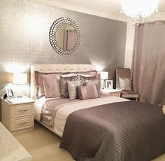 My eyes stuck on the mirror.It's very nice Bedroom Inspo, Bedroom Sets, Dream Bedroom, Bedroom Decor, Small Guest Rooms, Cute Home Decor, New Beds, My New Room, Beautiful Bedrooms