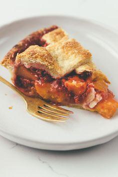 peach-raspberry pie on millys-kitchen.com