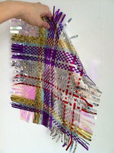 Weaving weave cellophane fabric Weave Cloth Warp weft weaving diagram Beginning Weaving Illustration Pattern Design Paper Weaving, Weaving Textiles, Weaving Art, Design Textile, Textile Patterns, Textile Art, Weaving Patterns, Mode Tartan, Textile Manipulation