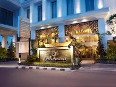 Yogyakarta Jambuluwuk Malioboro Boutique Hotel Indonesia, Asia Jambuluwuk Malioboro Boutique Hotel is perfectly located for both business and leisure guests in Yogyakarta. The hotel offers a high standard of service and amenities to suit the individual needs of all travelers. Free Wi-Fi in all rooms, 24-hour security, 24-hour front desk, 24-hour room service, luggage storage are on the list of things guests can enjoy. Guestrooms are designed to provide an optimal level of comf...