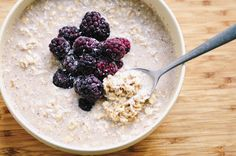 Blackberry Vanilla-Coconut Chai Spiced Overnight Oats (Gluten Free, Vegan) // @moon_spoon_yum