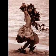 Hula-2 Hawaiian Woman, Hawaiian Girls, Hawaiian Dancers, Hawaiian Art, Polynesian Dance, Polynesian Culture, Kim Taylor Reece, Hula Girl Tattoos, Easter Island Travel