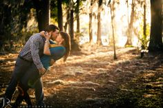 Engagement Photo.  Kraft Azalea Park. Jon Reindl Photography