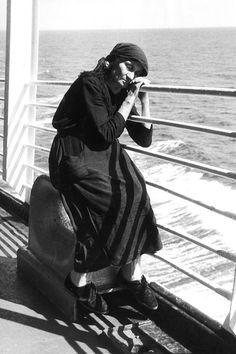 24 Extraordinary Photos Of Immigrants Passing Though Ellis Island