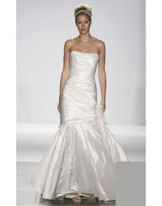 Search Used Wedding Dresses & PreOwned Wedding Gowns For Sale Wedding Dress Sizes, Used Wedding Dresses, Bridesmaid Dresses, Melissa Sweet Bridal, Bridal Gowns, Wedding Gowns, Luxe Wedding, Dream Wedding, Sweet Dress