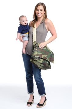 Finally, a diaper bag even dads will love! The Danzo Baby diaper bag is the prefect hands-free option for parents on the go. Cute Diaper Bags, Toddler Stuff, Baby Necessities, New Parents, Baby Fever, Bag Storage, Purses And Bags, Dads, Gift Ideas