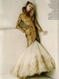 #KarlieKloss in #McQueen. #AlexanderMcQueen