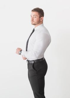 Smart shirts for bodybuilders. Shop our white muscle fit shirts - exclusively at Tapered Menswear. Muscular Guys, Workout Shirts, New Fashion, Fashion Ideas, Winter Fashion, Fashion Trends, Gentlemen Wear, Corporate Fashion, Menswear