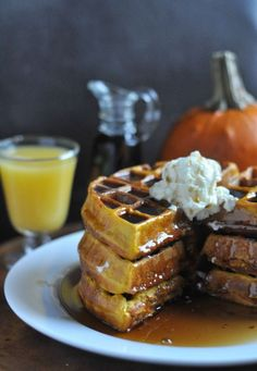 Pumpkin Waffles 2 c Bisquick 1 tsp Pumpkin Pie Spice 2 T Brown Sugar 1 c Pure Pumpkin ¾ c Milk 2 eggs Instructions Preheat waffle iron. Combine bisquick, pumpkin pie spice & brown sugar. Add pumpkin, Then milk & eggs. Cook on preheated waffle iron. Serve with your favorite syrup and whipped cream. If using a Belgian-style circle waffle iron, this recipe makes 3 large Belgian waffles. You can double the recipe and use a 15 oz can of Pumpkin.