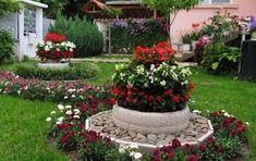 Magic DIY Spring flower arrangements that give the garden a special charm Tire Garden, Garden Yard Ideas, Diy Garden Decor, Garden Projects, Garden Pots, Flower Garden Plans, Flower Garden Design, Spring Flower Arrangements, Recycled Garden