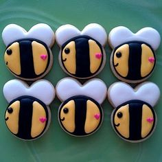 Bumble bee cookies! So cute for a summer wedding.