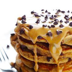 """1,192 Gostos, 15 Comentários - Casal Misterio (@casalmisterio) no Instagram: """"Panquecas de manteiga de amendoim e pepitas de chocolate, o pequeno-almoço ideal para comemorar…"""""""