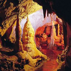 Druipsteengrotten in Attendorn.  Atta Cave ~ Dripstone Cave of Attendorn in Sauerland, Germany