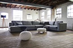 A corner sofa is one of the most beautiful rural corner sofas. A lot of options and possibilities to put together your ideal sofa. Home Living Room, Living Room Designs, Small Space Interior Design, Lounge, Corner Sofa, Cozy Corner, House Rooms, Country Decor, Country Style