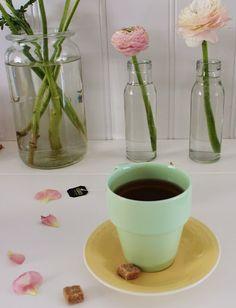 Kjøkkenkroken og nye loppisfunn :O) Nye, Tea Time, Glass Vase, Kitchen, Home Decor, Cuisine, Kitchens, Interior Design, Home Interior Design