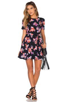 Tularosa x REVOLVE Iris Dress en Negro Floral | REVOLVE