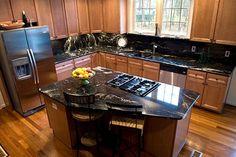 Black granite kitchen countertops are still homeowners and designer choices. Black granite countertops give elegant look to the kitchen when combined dark. Black Granite Kitchen, Black Granite Countertops, Outdoor Kitchen Countertops, Laminate Countertops, Granite Benchtop, Granite Backsplash, Dark Granite, Soapstone, Titanium Granite