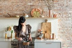 EyeSwoon is a destination for creativity, food, and design dedicated to lovers of living with beauty and deliciousness in everyday life. Kitchen Trends 2018, Brass Lantern, Thin Brick, Elegant Dining Room, Brass Faucet, Organic Modern, Mixed Metals, Decoration, Lust
