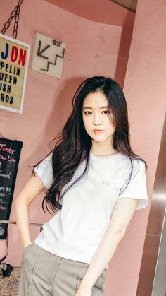 Apink Naeun, Son Na Eun, Best Photo Poses, Grunge Girl, Shirts For Girls, Kpop Girls, Ulzzang, Superstar, Girl Group