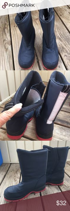 👢👢Land'End Snow & Rain Boots 👢👢 These boots haven't been wore but a few times they are in excellent used condition. They have a nice wide opening for easy on closures are really strong Velcro and a good outsole for traction 👢👢 Lands'End Shoes Winter & Rain Boots