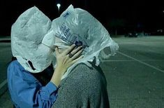 """A veces es difícil amar Love in the time of plastic bags. Anyway we love this photo. Rene Magritte """"The Lovers"""" 1928 Remake by MK/ Arte Dope, Arte Van Gogh, Foto Pose, Aesthetic Grunge, Photomontage, Art Inspo, Portraits, Dark, Memes"""