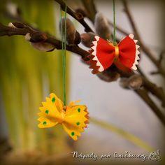 Motýlci z těstovin - jarní tvoření | Nápady pro Aničku.cz Kids Crafts, Dandelion, Easter, Flowers, Plants, Christmas, Erika, Type 1, Facebook