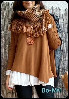 Bo-M bohemian style shawls and Ponchos are quite pretty. 26 Pretty Casual Style Ideas To Update You Wardrobe – Bo-M bohemian style shawls and Ponchos are quite pretty. Crochet Scarves, Crochet Shawl, Crochet Clothes, Knit Crochet, Knitting Designs, Knitting Patterns, Crochet Patterns, Love Crochet, Beautiful Crochet