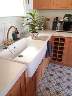 There are countless ways to conserve water. Ikea Bathroom, Bathroom Photos, Kitchen Photos, Minimal Bathroom, Minimal Kitchen, Barcelona Apartment, Find Furniture, Exposed Brick, Mid Century House