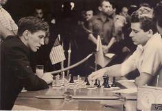Bobby Fischer enfrentando a Boris Spassky en la Olimpiada de ajedrez de 1966, que se llevó a cabo en la Habana, Cuba, en la final. El resultado fue tablas.