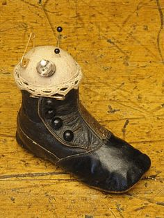 what a cool idea! I have a baby shoe that belonged to my father...now I know what to do with it!