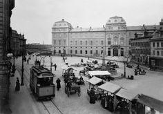 Marktplatz, 1897: Noch verkehrt die Straßenbahn eingleisig.