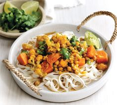 You can forget takeaways, this low fat vegetarian curry with noodles uses chickpeas for a filling dinner. Healthy, tasty and under 500 calories. Kumara Recipes, Curry Recipes, Chickpea Recipes, Noodle Recipes, Vegetarian Curry, Vegetarian Recipes, Healthy Recipes, Healthy Cooking, Healthy Eating