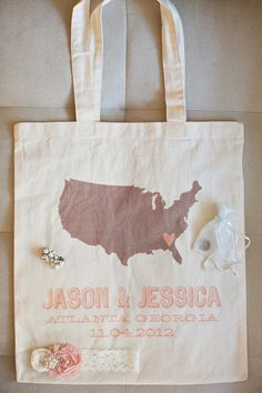 Tote bags make such a fun wedding favor! Photography by Kate Belle / kate-belle.com