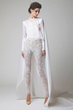 Wedding pants but I would wear this as a regular outfit! Arab Fashion, White Fashion, Trendy Fashion, Fashion Art, Fashion Outfits, Wedding Pantsuit, Wedding Jumpsuit, Mode Outfits, Mode Inspiration
