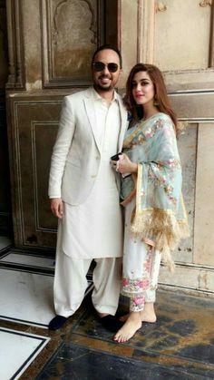 Looks Like Pakistani Deepak Perwani creation. Pakistani Formal Dresses, Pakistani Party Wear, Pakistani Wedding Outfits, Pakistani Couture, Indian Dresses, Indian Outfits, Indian Attire, Indian Ethnic Wear, Lehenga Choli