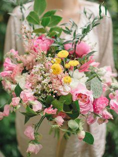 Beautiful pink bouquet by @Enjoy <3 events photo by @delbarr moradi #delbarrmoradiphotography