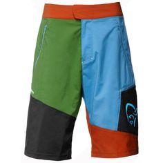 """/29 Flex1 Shorts 2012: Die multifunktionale Flex1 Shorts aus der Lifestylekollektion /29 von Norrona ist aus dem angenehm weichen, schnelltrocknenden Softshell-Material flex™1. Es ist elastisch, wind- und wasserabweisend und transportiert schnell Feuchtigkeit von innen nach außen. Cargo- und Fronttaschen mit Reißverschluss. Die Hüftweite ist verstellbar. Du wirst sie kaum noch ausziehen, denn mit ihrem tollen Tragegefühl ist sie generell geeignet für Bewegung """"draußen""""."""