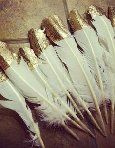 Des plumes dorees