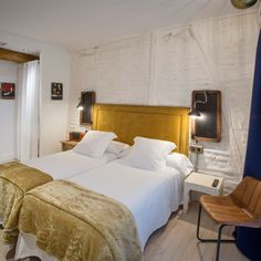 BOOKED: Caravan Cinema Boutique Hotel Bilbao (from 80€/nt via D*S) -- Calle Correo 11  (Posta Kalea) 1ªplanta  48005 Bilbao (Bizkaia) -- TripAdvisor Ranked #1 of 23 Bilbao B&B and Inns. Public parking is available at a location nearby (reservation is not needed) and costs EUR 17.61 per day.