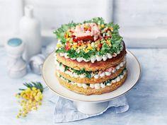 Rennon trendikäs salaattikakku on kesän kiva herkku Holidays And Events, Baking, Cake, Desserts, Entertainment, Wine Cellars, Presents, Tailgate Desserts, Deserts