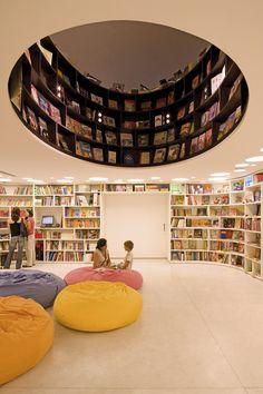 interior of of a cool bookstore in brasil. i love books! Livraria da Vila, São Paulo, 2007