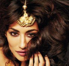 Chitrangada Singh Photoshoot for Filmfare, Oct, 13: Maang Tika & Haath Phool: Amarpali, Necklace: Anmol Fine Jewellers