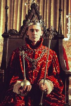 Tom Hiddleston As King Henry 5th - BBC Shakespeare Drama ' Hollow Crown ' Henry 5th ' - 2012
