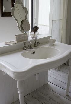 Old sink love...this is fantastic, would love to have it!