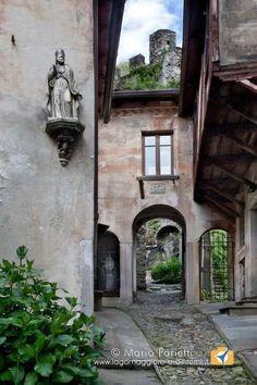 Vogogna in val d'Ossola borgo medievale che ha rappresentato il Piemonte in una passata edizione del borgo dei borghi