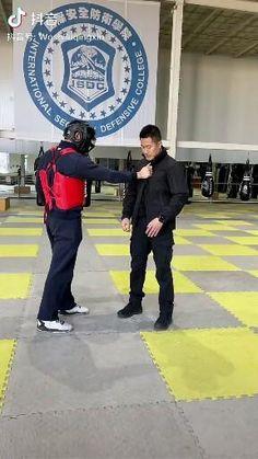 Krav Maga Self Defense, Self Defense Moves, Self Defense Martial Arts, Mixed Martial Arts Training, Martial Arts Workout, Martial Arts Techniques, Self Defense Techniques, Jiu Jitsu, Gym Workout Chart