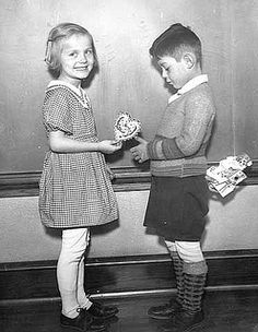 A cute 1930s photo of two school children exchanging Valentine's cards. #vintage #1930s #Valentines